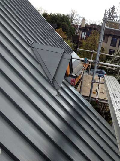 400x533_WestcoastRoofing_Services_SlopedRoof_MetalPanel_metal-roofs